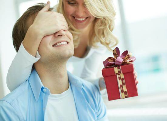 Helping bua to choose the perfect gift for dad
