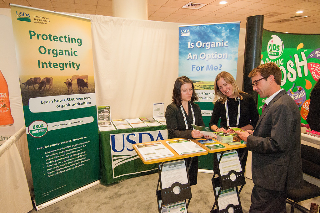 Selecting The Primary Banner For Making Your Trade Show Stand Out