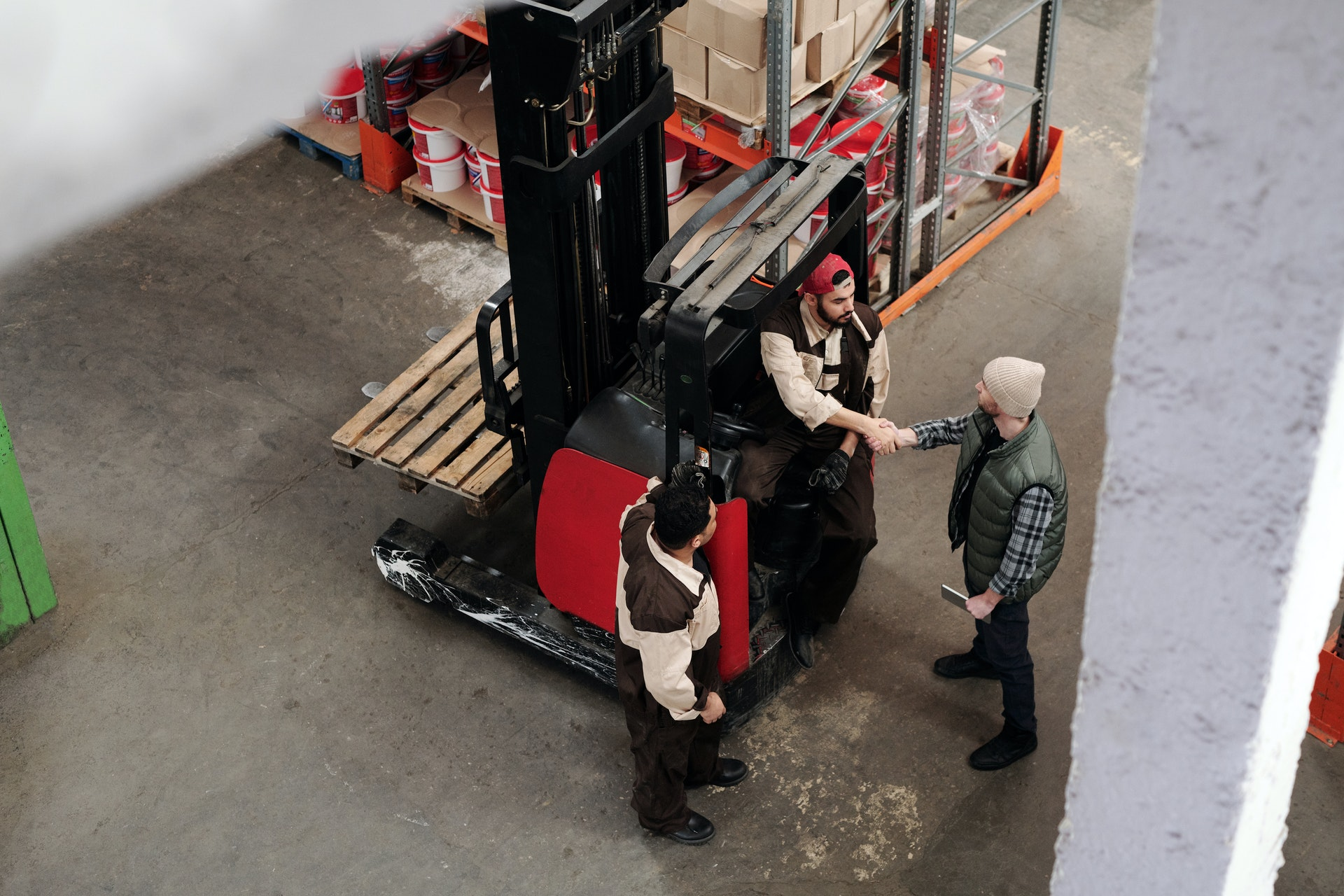 How can you select the best forklift training academy?